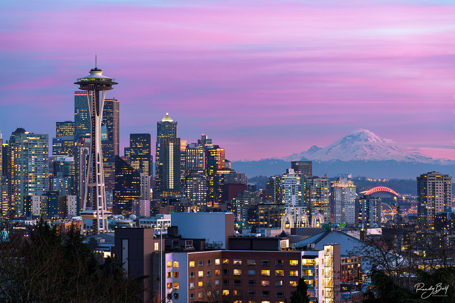 sunset from Kerry Park with the space needle and mount rainier